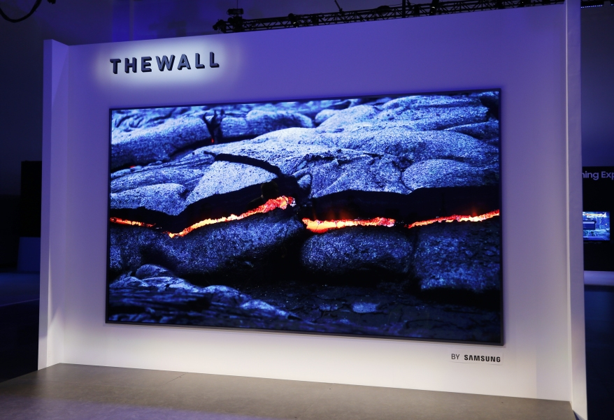 the-wall-modular-microled-146-inch-tv-2